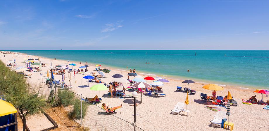 Ferragosto a Gela, mascherine anche nei luoghi all'aperto e stop agli assembramenti in spiaggia