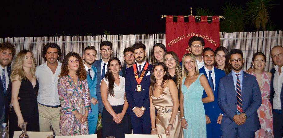 Rotaract Club Caltanissetta, passaggio della campana tra Miccichè e il nuovo presidente Ambra