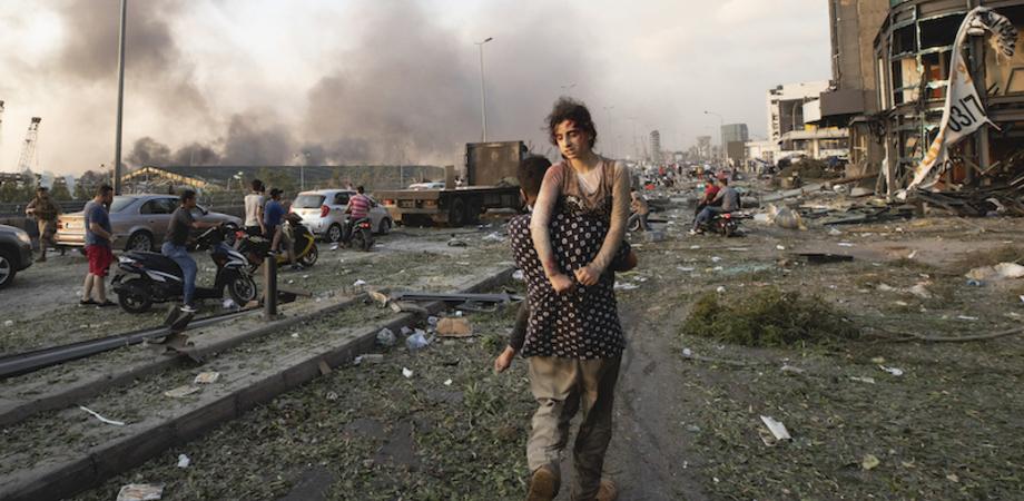 Esplosioni a Beirut: sale a 135 il numero delle vittime, 5 mila i feriti. Oltre 300 mila persone rimaste senza casa