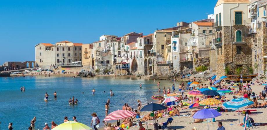 Ferragosto, anche a Cefalù spiagge chiuse per il pericolo coronavirus