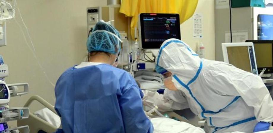 Coronavirus, in Sicilia ricoveri in terapia intensiva vicini al livello di guardia: ospedali in affanno in tutta Italia