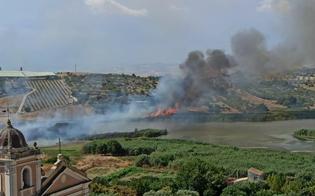 Incendio doloso a Serradifalco, fiamme divorano la riserva naturale di Lago Soprano