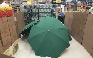 http://www.seguonews.it/dipendente-muore-dinfarto-colleghi-coprono-il-corpo-per-non-chiudere-il-negozio