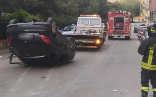 Caltanissetta, auto centra altri 3 veicoli e poi si ribalta: ferito lievemente il conducente