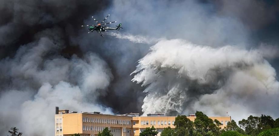 La Sicilia brucia, vasto incendio a Piazza Armerina: inviata squadra di vigili del fuoco anche da Caltanissetta