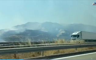 https://www.seguonews.it/caltanissetta-vasto-incendio-a-ponte-cinque-archi-e-allerta-rossa-anche-per-oggi