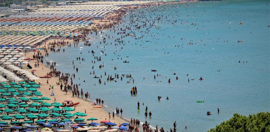 Divieto di accesso alla spiaggia pubblica dal 13 al 15 Agosto a Campofelice di Roccella: ordinanza del sindaco