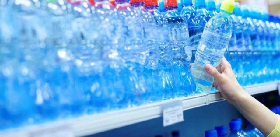 Sicurezza alimentare, Carabinieri sequestrano a Catania quasi 14 mila bottiglie d'acqua esposte agli agenti atmosferici