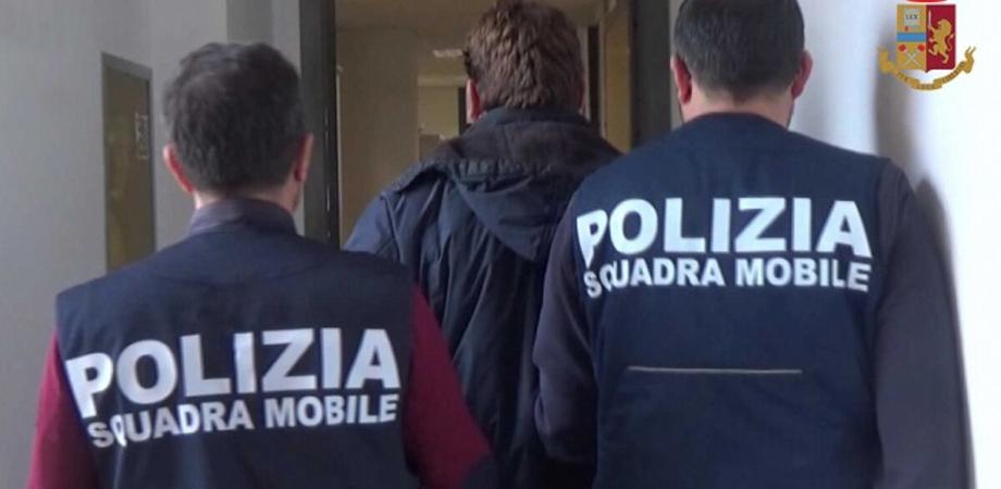 Caltanissetta, minacce e ingiurie contro la madre che tiene segregata per giorni: 46enne arrestato
