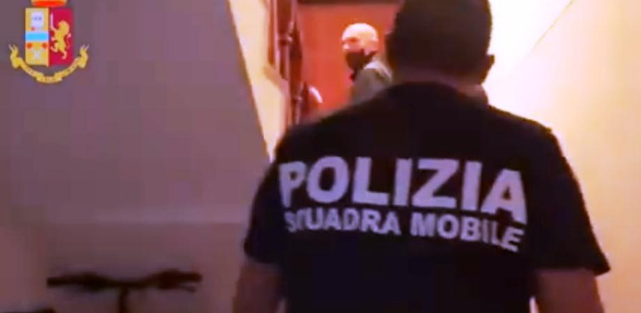 """Caltanissetta, ai domiciliari con l'accusa di pedofilia manda messaggio alla sua vittima: """"Ehi bellissimo ... mi manchi"""""""