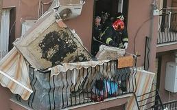 Caltanissetta, uno scricchiolio poi il crollo del balcone: i drammatici momenti di questa mattina in via Pitrè