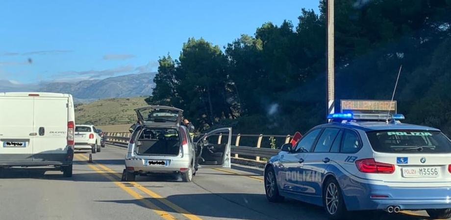 Auto contro muro sulla Palermo-Catania: a bordo due parroci, uno è in gravi condizioni