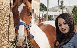 Cade da cavallo e batte la testa: morta una ragazza di 21 anni di Alcamo. Inutile la corsa in ospedale