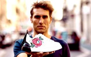 http://www.seguonews.it/un-gelese-ha-disegnato-la-rosa-dipinta-sulle-scarpe-firmate-dal-noto-stilista-valentino-e-roberto-collodoro-in-arte-robico