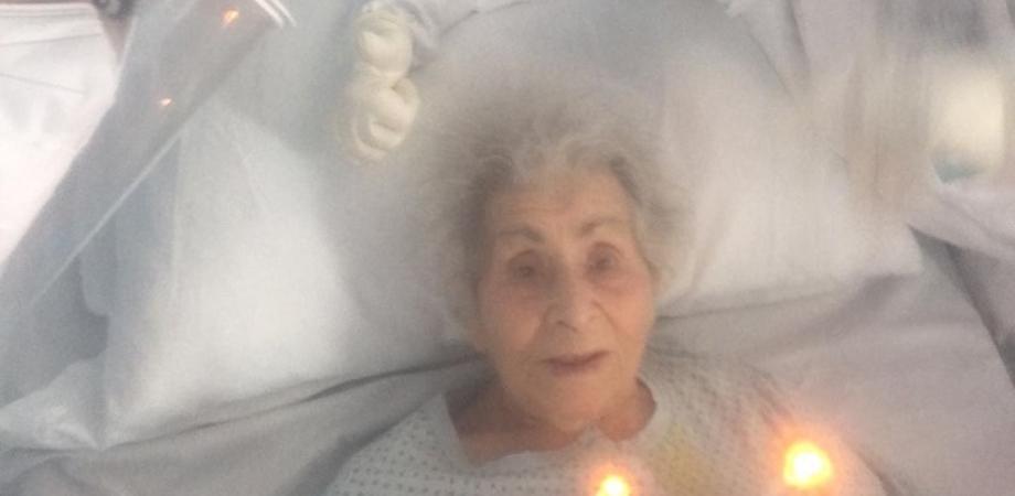 Nonnina ricoverata per coronavirus al Sant'Elia di Caltanissetta compie 94 anni: i medici organizzano una piccola festa