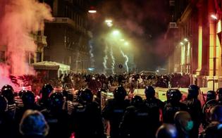 http://www.seguonews.it/notte-di-guerriglia-a-napoli-proteste-contro-il-coprifuoco-manifestanti-no-lockdown-bersagliano-il-palazzo-della-regione