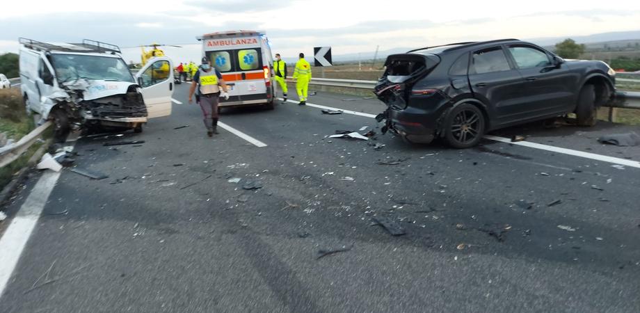 Scontro sulla A19 all'altezza di Catenanuova: un morto e un ferito trasportato al Sant'Elia
