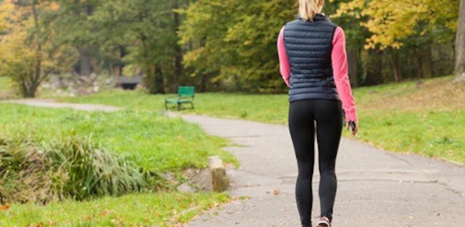 Tumori: ogni anno 1000 decessi evitabili con attività fisica. Camminate fondamentali