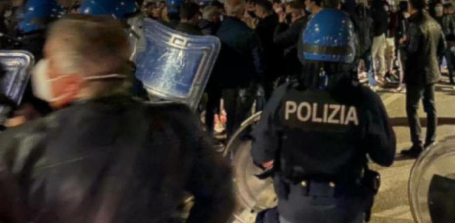 """Protesta a Gela contro il Dcpm, in piazza non solo titolari di bar e ristoranti ma anche """"infiltrati"""""""