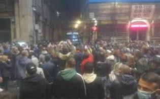 http://www.seguonews.it/proteste-anche-in-sicilia-contro-il-dpcm-tensioni-a-catania-lanciate-due-bombe-carta-davanti-la-prefettura