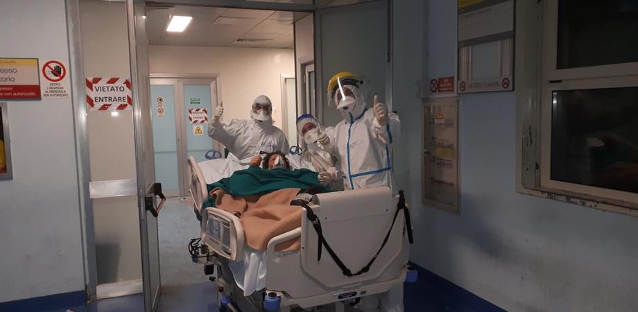 """Coronavirus, recupero """"miracoloso"""" per una paziente al Sant'Elia di Caltanissetta: anziana dimessa dalla Terapia Intensiva"""