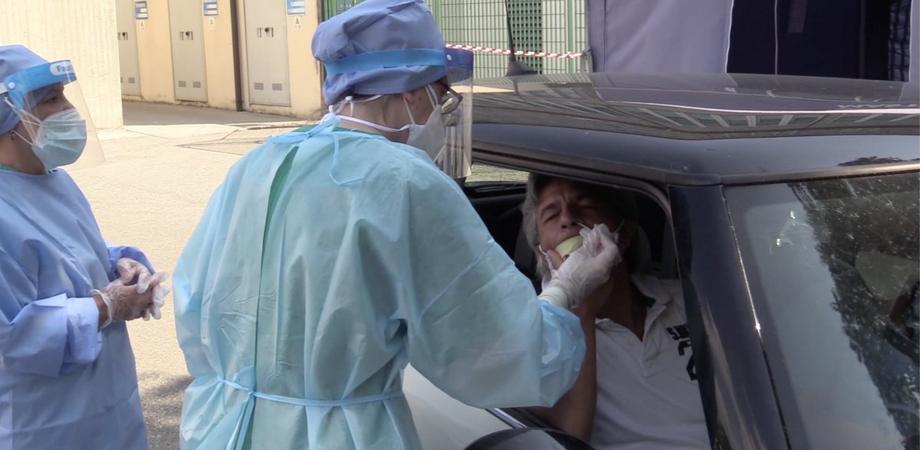Tamponi rapidi dai medici di famiglia, assegnati 18 euro al professionista per ogni test: gratis per i pazienti