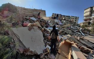 Terremoto di magnitudo 7 tra Grecia e Turchia: edifici crollati a Smirne, persone sotto le macerie