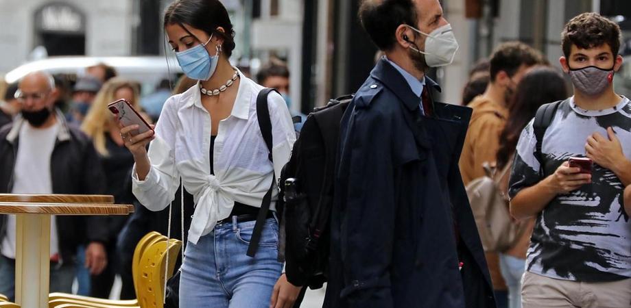 L'utilizzo della mascherina e il distanziamento abbassano di 1000 volte la carica virale