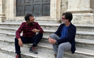 Lello Analfino dei Tinturia in viaggio tra Agrigento e Caltanissetta: sarà il protagonista su Rai 2 de