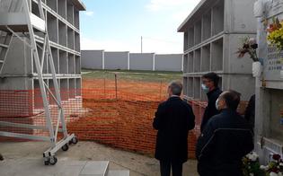 Cimiteri nel caos a Gela, 20 salme in attesa di sepoltura. Il sindaco: