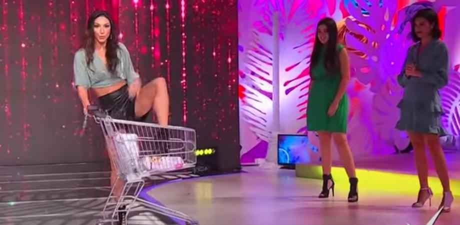 """Come fare la spesa in modo sexy, bufera sulla Rai: sospeso il programma """"Detto Fatto"""""""
