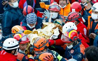Terremoto, in Turchia bimba di 3 anni estratta viva dalle macerie dopo 65 ore