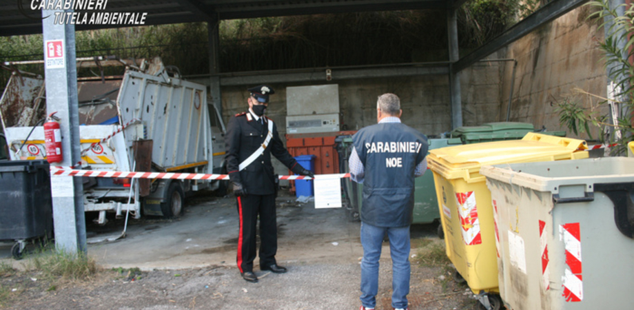 Covid: i carabinieri sequestrano13 cassonetti con rifiuti casa positivi