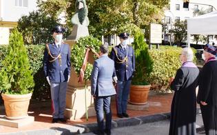 https://www.seguonews.it/un-pensiero-speciale-a-uomini-e-donne-della-polizia-di-stato-il-questore-di-caltanissetta-depone-una-corona