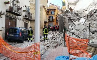 https://www.seguonews.it/crolla-un-edificio-a-san-cataldo-vigili-del-fuoco-scavano-tra-le-macerie-ma-non-ci-sarebbe-alcun-ferito