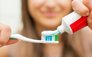 https://www.seguonews.it/scienziati-scoprono-che-dentifricio-e-collutorio-neutralizzano-il-virus-che-causa-il-covid-un-test-di-laboratorio-parla-di-efficacia-al-999