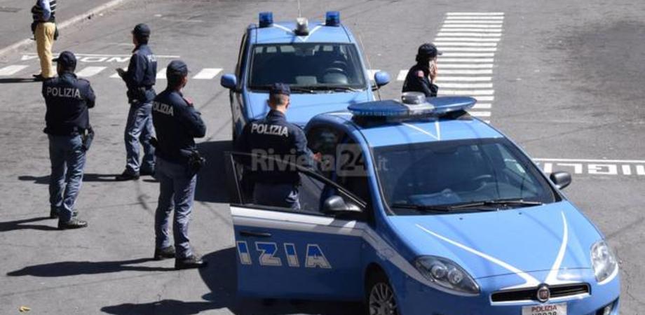Niscemi, tira un frutto a un coetaneo per vecchi rancori e scoppia una maxi rissa: 12 persone denunciate dalla polizia