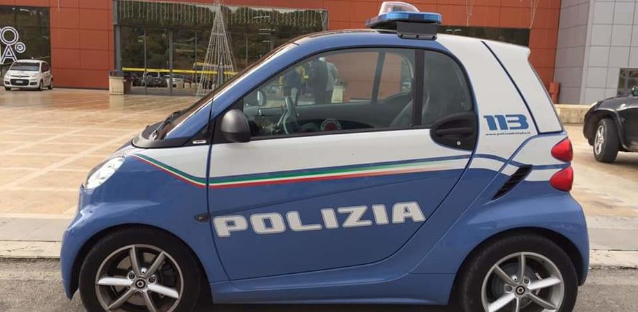 Caltanissetta, lasciano auto nel posto per i disabili e vanno a fare la spesa: multati dalla polizia