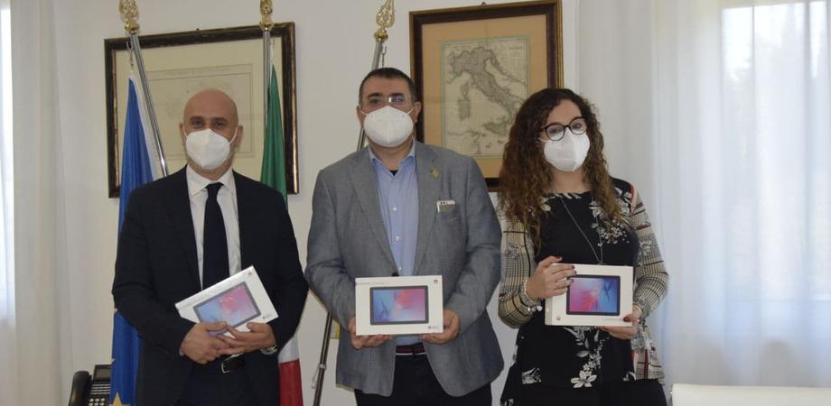 Croce Rossa Caltanissetta: donati all'Asp 5 tablet per il reparto di malattie infettive e per le Rsa
