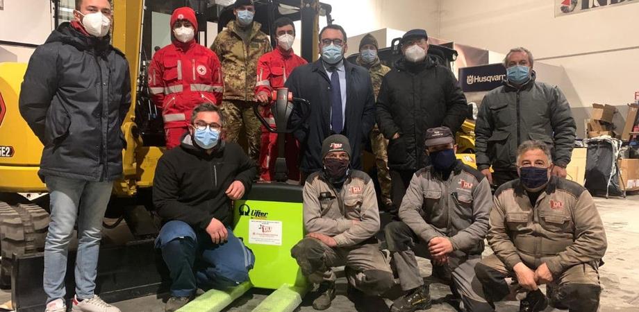 Azienda nissena dona alla Croce Rossa di Caltanissetta un transpalet elettrico: permetterà di agevolare il carico e scarico delle merci