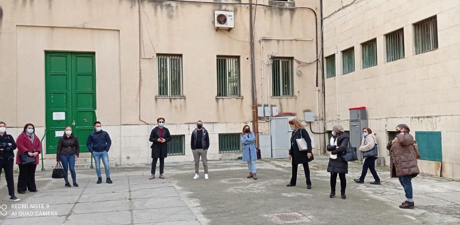 Gela, mense scolastiche bloccate da marzo: sit-in dei dipendenti questa mattina davanti al Comune