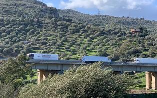 https://www.seguonews.it/forte-vento-e-disagi-in-tutta-la-sicilia-tir-si-ribalta-sulla-palermo-catania-conducente-in-ospedale