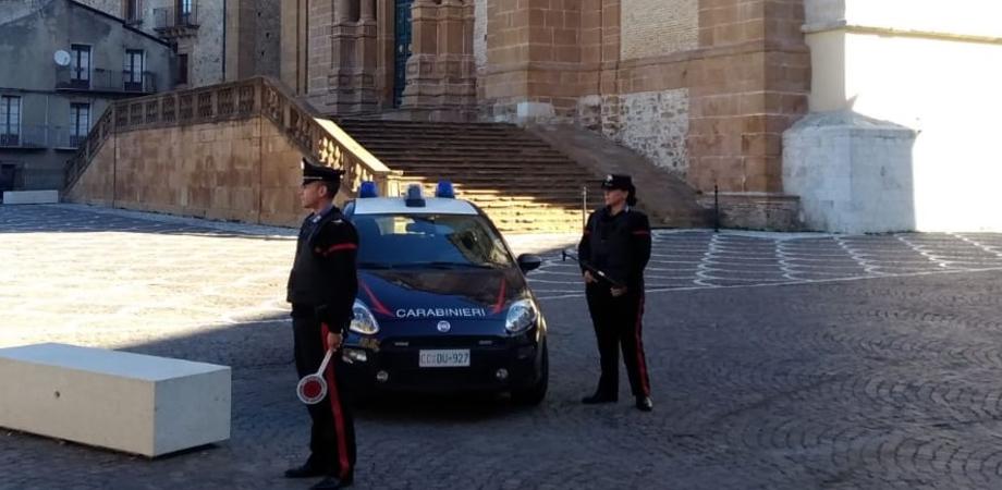 In venti dentro una bottega di alimentari di Piazza Armerina: titolare multato dai carabinieri
