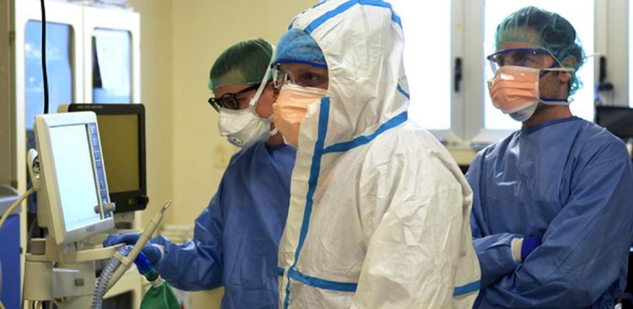 Coronavirus. In Sicilia risalgono nuovi casi, tasso di positività e ricoveri: 15 le vittime