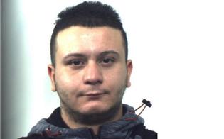 https://www.seguonews.it/rapine-a-pietraperzia-22enne-arrestato-dai-carabinieri-tradito-dal-tatuaggio-sulla-mano