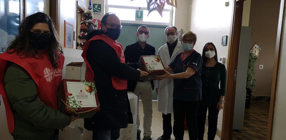 Caltanissetta, la Caritas consegna 80 panettoni artigianali all'ospedale Sant'Elia