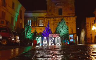 https://www.seguonews.it/a-naro-acceso-il-bosco-di-natale-in-piazza-garibaldi