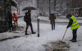 https://www.seguonews.it/milano-e-la-lombardia-si-risvegliano-ricoperte-dalla-neve-fiocchi-anche-a-venezia