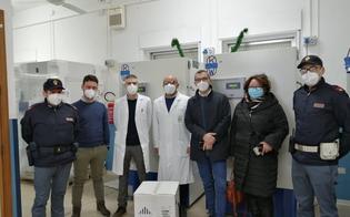 https://www.seguonews.it/coronavirus-scortate-dalla-polizia-sono-arrivate-al-santelia-di-caltanissetta-le-prime-dosi-di-vaccino