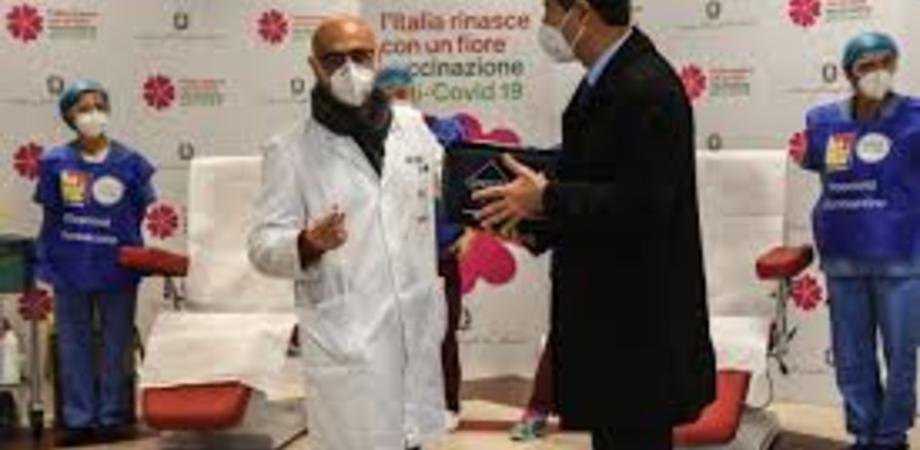 Covid, prosegue la campagna vaccinale. Oggi seconda giornata in Sicilia: farmaco per 200 operatori sanitari